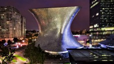 Mexické Museo Soumaya dostalo kosmický tvar a kovový plášť