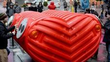 Stereotank vytvořili obří plastové srdce určené k bubnování