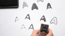 Instamp je systém razítek s rozdílnými otisky písmen