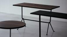Kolekce nábytku Officina má železné surově opracované podnoží