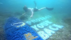 Nivea vytvořila přírodní billboard pod mořem pro potápěče