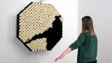 Zrcadlo PomPom ukazuje odraz pomocí černobílých kožešin