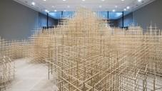 Ben Butler vytvořil instalaci Unbounded z 10 000 dřívek