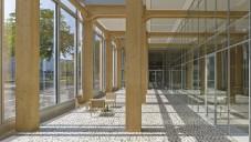 Shigeru Ban postavil kanceláře Tamedia ze dřeva a skla