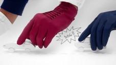 Hermès má spot na dámské rukavice s papírovými auty