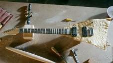 Moe's si nechali vyrobit rockovou kytaru z tortilla chipsu