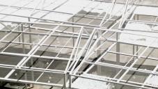 MODU vytvořili v Tel Avivu pavilon se střechou z 30 000 koulí