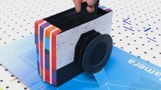 Kelli Anderson vytvořila knihu ukrývající papírový fotoaparát