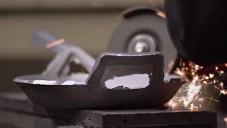 Borough Furnace ukazují jak ručně odlévají kovové pánve