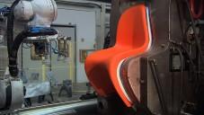 Vitra odhaluje jak vyrábí legendární židli Panton Chair