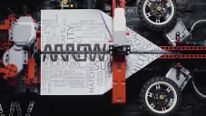 Arthur Sacek sestrojil z Lega stroj na skládání papírových letadel