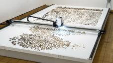 Jller je umělecky nadaný robot rovnající kameny z řeky