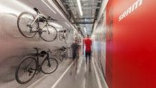 Cyklistická značka Sram má kanceláře s vlastní dráhou