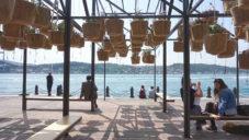 Istanbul má na nábřeží pavilon Sky Garden z květináčů