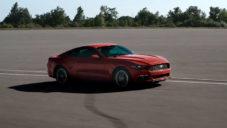 Američan vzdal poctu Fordu Mustang v emotivním klipu