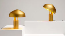 Ross Gardam navrhl lampu Ora s magnetickým kloubem