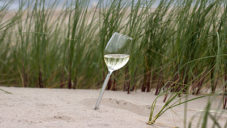 Parqer Glass je sklenice určená k zapíchnutí do písku či trávy