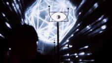 Periscopista je psychedelická interaktivní instalace na vodě