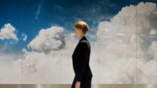 Roosegaarde vytvořil na letišti v Amsterdamu instalaci mraků