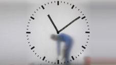 Maarten Baas ručně maloval hodiny na letišti Schiphol
