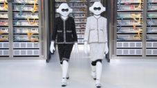 Chanel ukázal kolekci na jaro 2017 na přehlídce s roboty