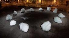 Olafur Eliasson vytvořil varovné hodiny z 12 kusů ledu z Grónska