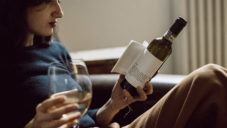 Librottiglia umisťuje krátké knihy na láhve s vínem