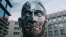 Američané natočili pohyblivou sochu Franze Kafky v Praze