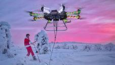 Casey Neistat použil největší dron na světě k jízdě po Finsku