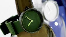 Industrial Facility navrhli hodinky Bottle inspirované dnem láhví