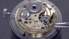 Elton hodinářská ukazuje výrobu hodinek značky Prim