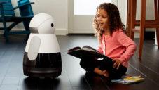 Kuri je malý robot na ovládání domácnosti i hraní si s dětmi