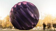 Porto ozdobila socha Eclipse postavená z velkého potrubí