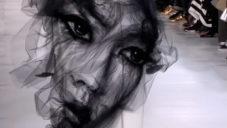 Maison Margiela ukázal módní kolekci Artisanal zdobenou portréty