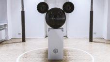 Mickeyphon je interaktivní socha měnící zvuky a hlasy z okolí