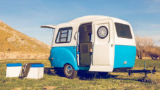 HC1 je lehký karavan s retro designem a modulárním interiérem