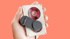 Elbow je přenosný hudební přehrávač starých MC kazet