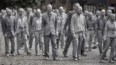 1000 Gestalten uspořádali protestní pochod duchů Hamburkem