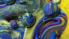 Francouz natočil vzdálené galaxie z barev a oleje