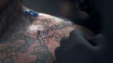 Indian Motorcycle Ink je tetovací barva s uhlíkem z motorky