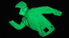 Solar Charged Jacket je bunda nabíjená sluncem a svítící ve tmě