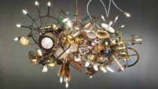 AfterGlow Studio vyrábí z odpadu svítidla a svítící sochy