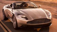 Aston Martin ukázal kabriolet DB11 Volante poprvé za jízdy