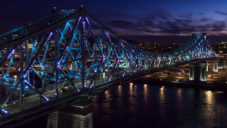 Ocelový most v Montrealu nabízí každý večer světelnou show