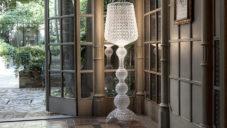 Kartell ukazuje jak technologií vstřikování vyrábí stojací lampu Kabuki