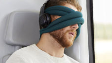 Ostrich Pillow Loop je cestovní polštář a maska na oči v jednom