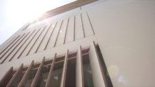 Ramón Esteve postavil u Valencie dům s žaluziemi zabudovanými ve fasádě