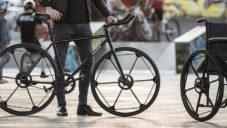 Revolve je revolučně skládací kolo pro jízdní kola nebo invalidní vozíky