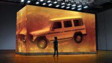 Mercedes-Benz zalil svůj terénní vůz třídy G do desítek tun pryskyřice