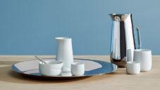 Norman Foster navrhl pro Stelton nápojovou kolekci z nerezu a porcelánu
